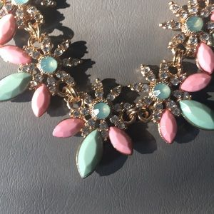 NWOT Preppy bib necklace